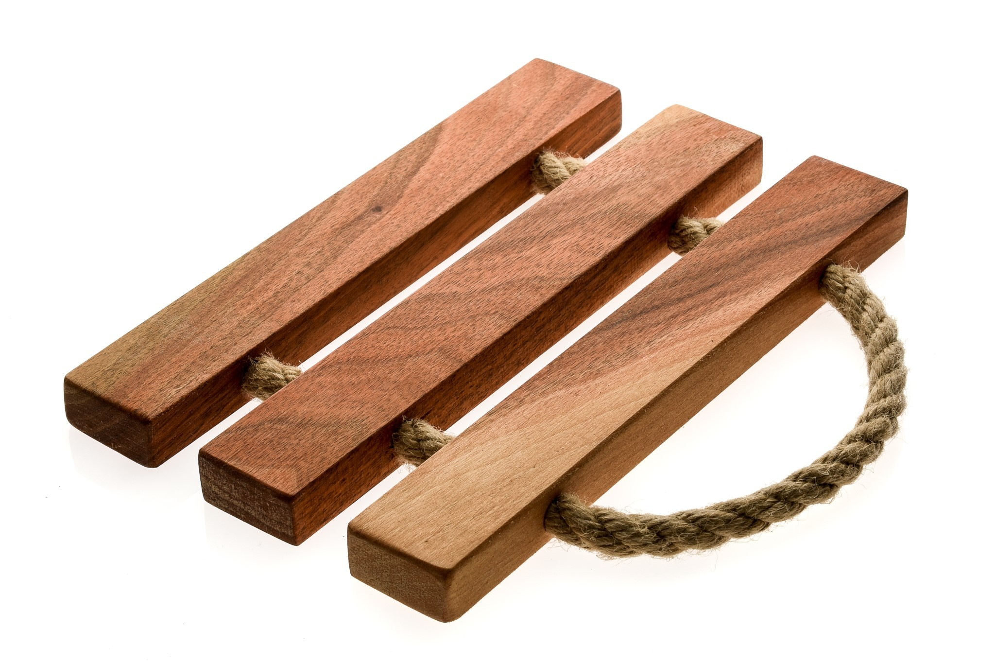 Leseni podstavek za vroče posode